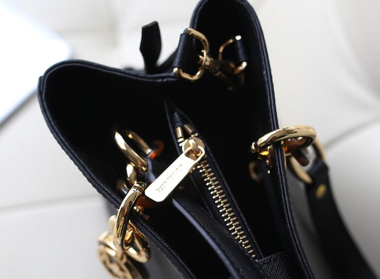 MK玳瑁包 Michael Kors 黑色十字纹原版牛皮手提包斜挎单肩包