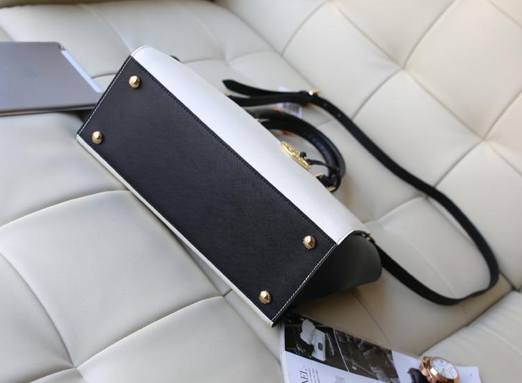 热销淘宝女包 MK Michael Kors selma大号白配黑十字纹牛皮蝙蝠包手提包