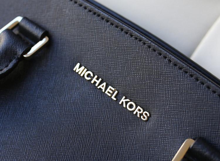MK铆钉包 Michael Kors 黑色原版牛皮侧孔铆钉蝙蝠包女士手提包