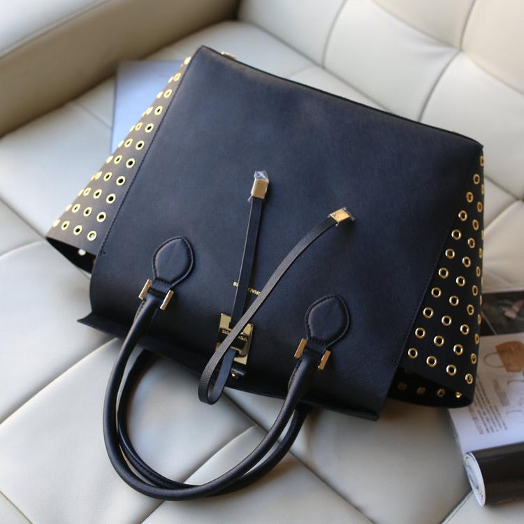 热销包包 MK Michael Kors 黑色十字纹牛皮鸡眼侧镂空抽绳女士手提包