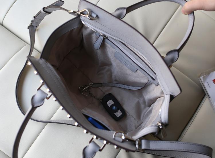 michael kors MK包包 镶钻铆钉包灰色十字纹手提包单肩包
