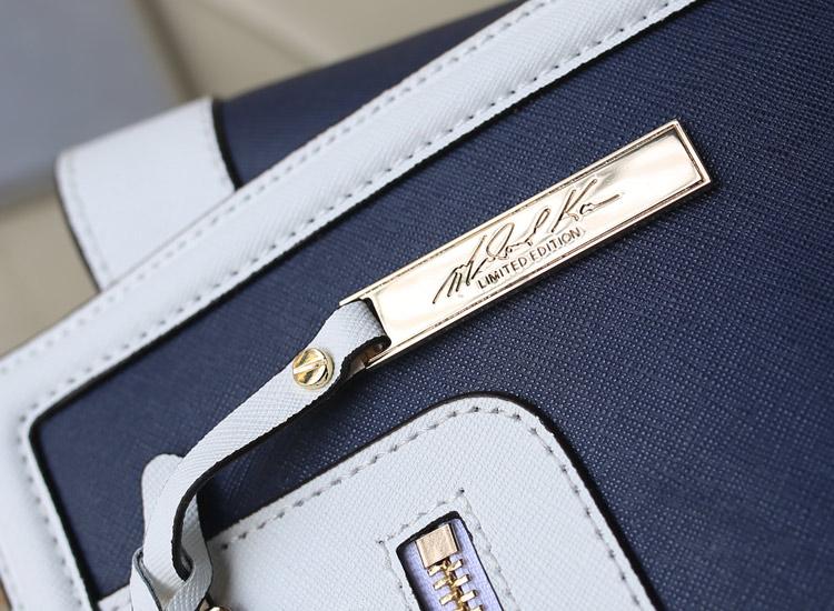 MK新款 十字纹牛皮 真皮拼色蝙蝠包中号原版皮 宝蓝拼白色