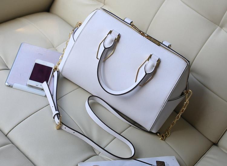 MK原版皮女包批发 新款链条包枕头包 十字纹牛皮手提包 白色