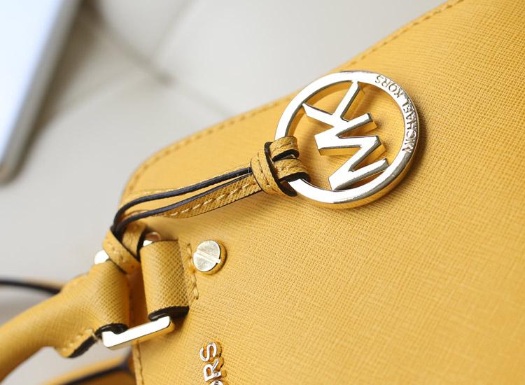 厂家直销 Mk Jet Set 专柜新款枕头包 进口十字纹牛皮 黄色