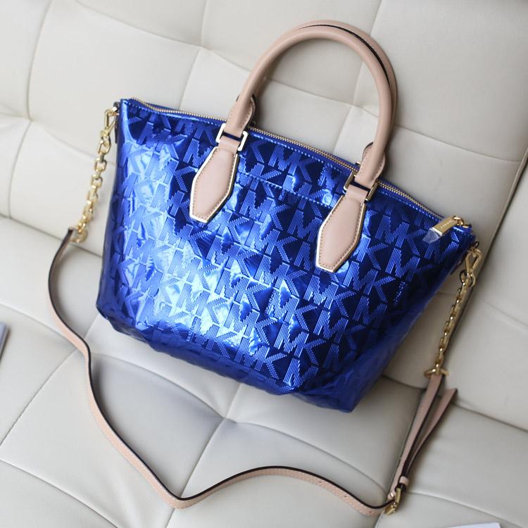 MK新款烫金字母压花水饺枕头包 时尚女士手提单肩包 电光蓝