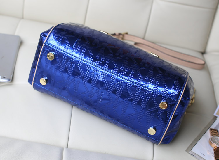 一件代发 MK电光蓝进口原版皮 烫金字母链条枕头包女包新款