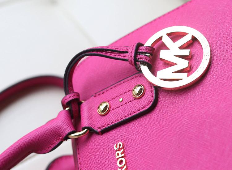 欧美品牌女包 MK进口原版十字纹牛皮 玫红色 中号贝壳枕头包单肩包