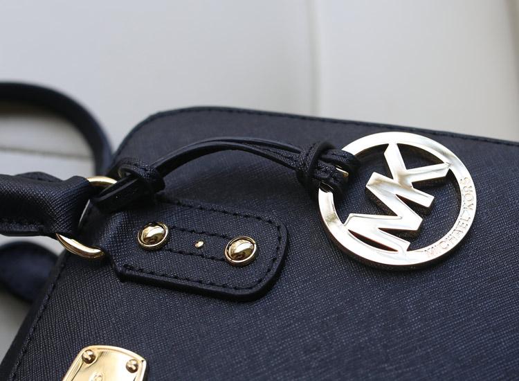MK包包批发 顶级十字纹牛皮女士手提包 中号贝壳枕头包 黑色