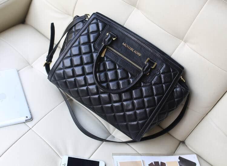 广州包包批发 MK2014秋冬新款 黑色菱格羊皮蝙蝠笑脸包大号 时尚女款手提包