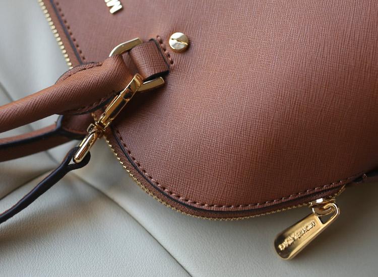 广州MK包包批发 Michael Kors 啡色进口十字纹牛皮中号贝壳包 手提斜挎女包33cm