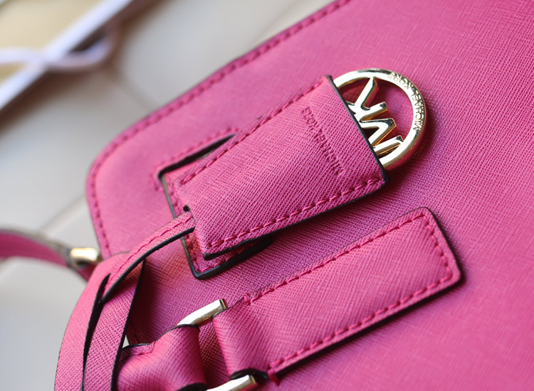 广州MK包包批发 Michael Kors 顶级进口十字纹牛皮女包新款 时尚百搭单肩手提斜挎包 玫红色