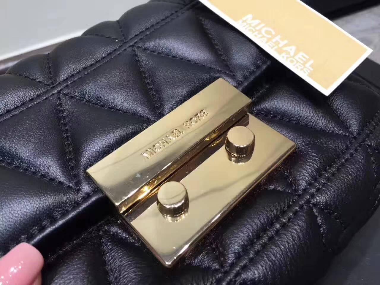 MK包包价格 迈克科尔斯秋冬新款进口羊皮三角纹单肩女包 黑色小号21CM