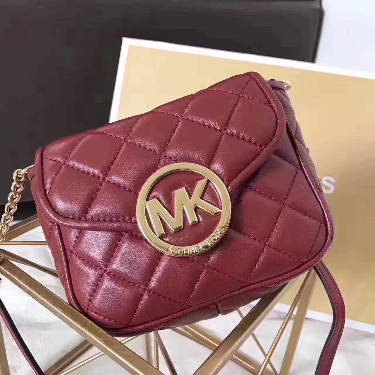 MK女包价格 迈克尔高仕原单小羊皮菱格链条斜挎包包18CM 酒红色