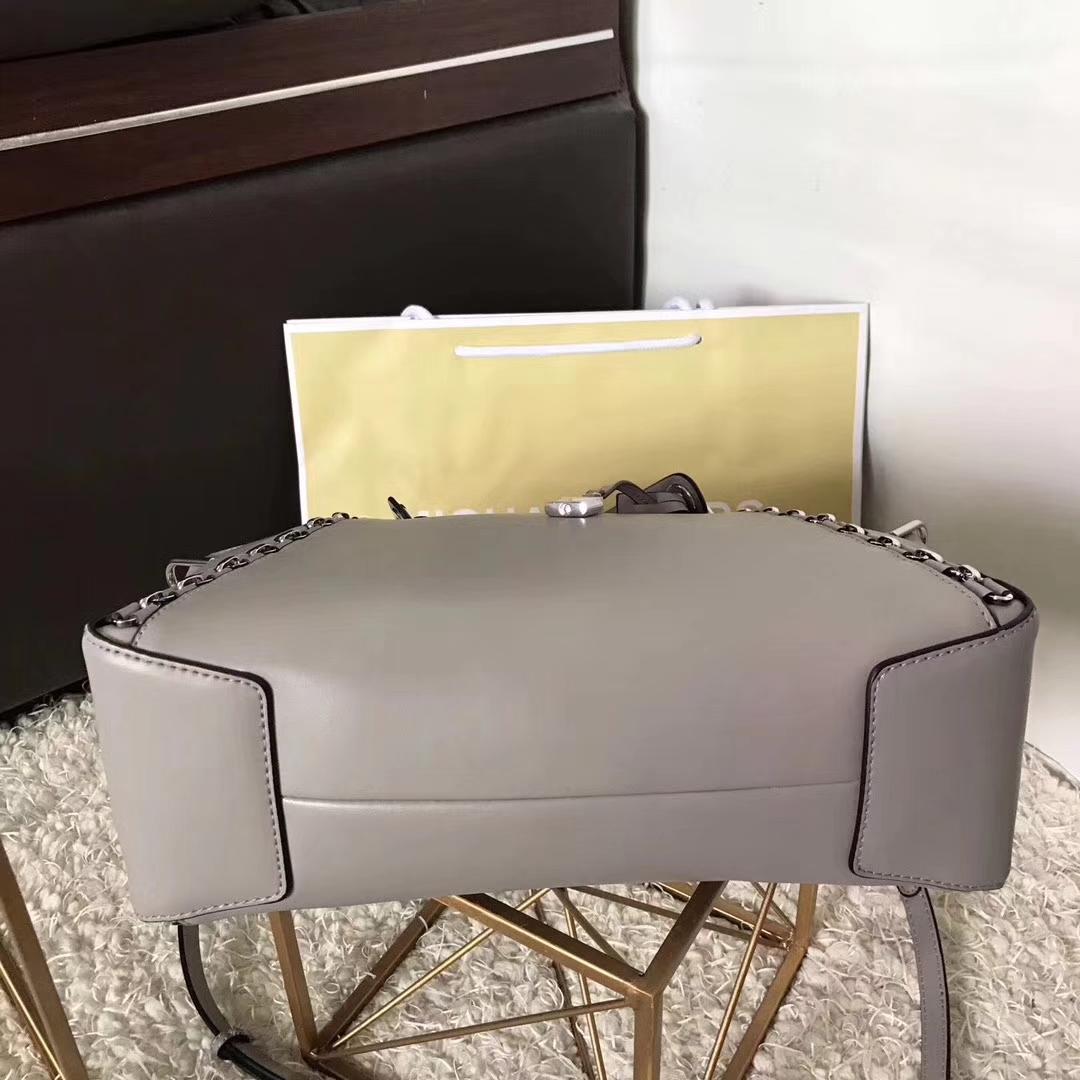 广州包包批发 MK迈克科尔斯17年秋冬新款女包纳帕牛皮饺子包 灰色