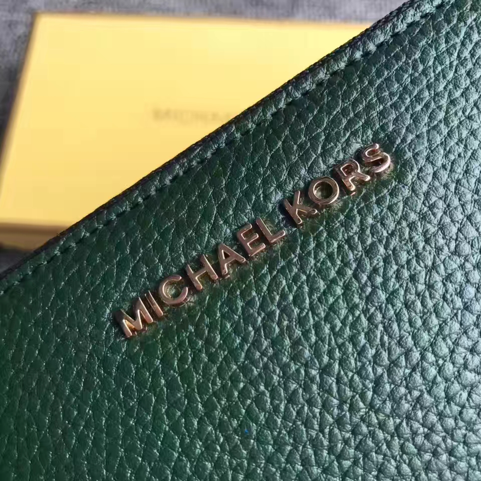 MK钱包价格 迈克科尔斯绿色荔枝纹牛皮Mercer手拿包拉链钱包