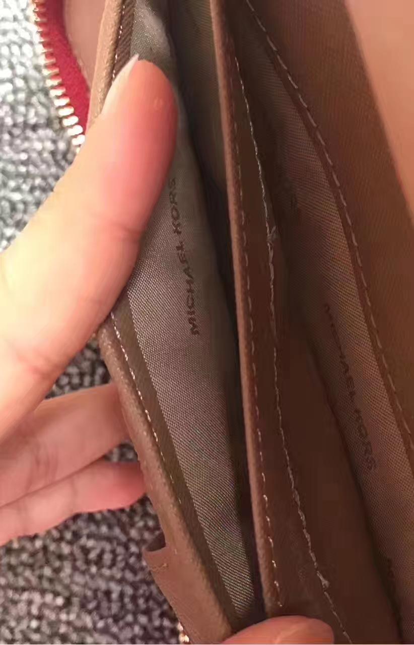 MK钱包批发 迈克科尔斯红色进口荔枝纹牛皮Mercer手腕包长款钱包