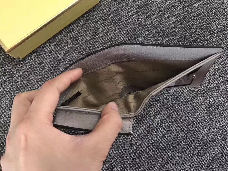 迈克高仕钱包价格 MK新款灰色荔枝纹牛皮Mercer吸扣短款钱夹10cm