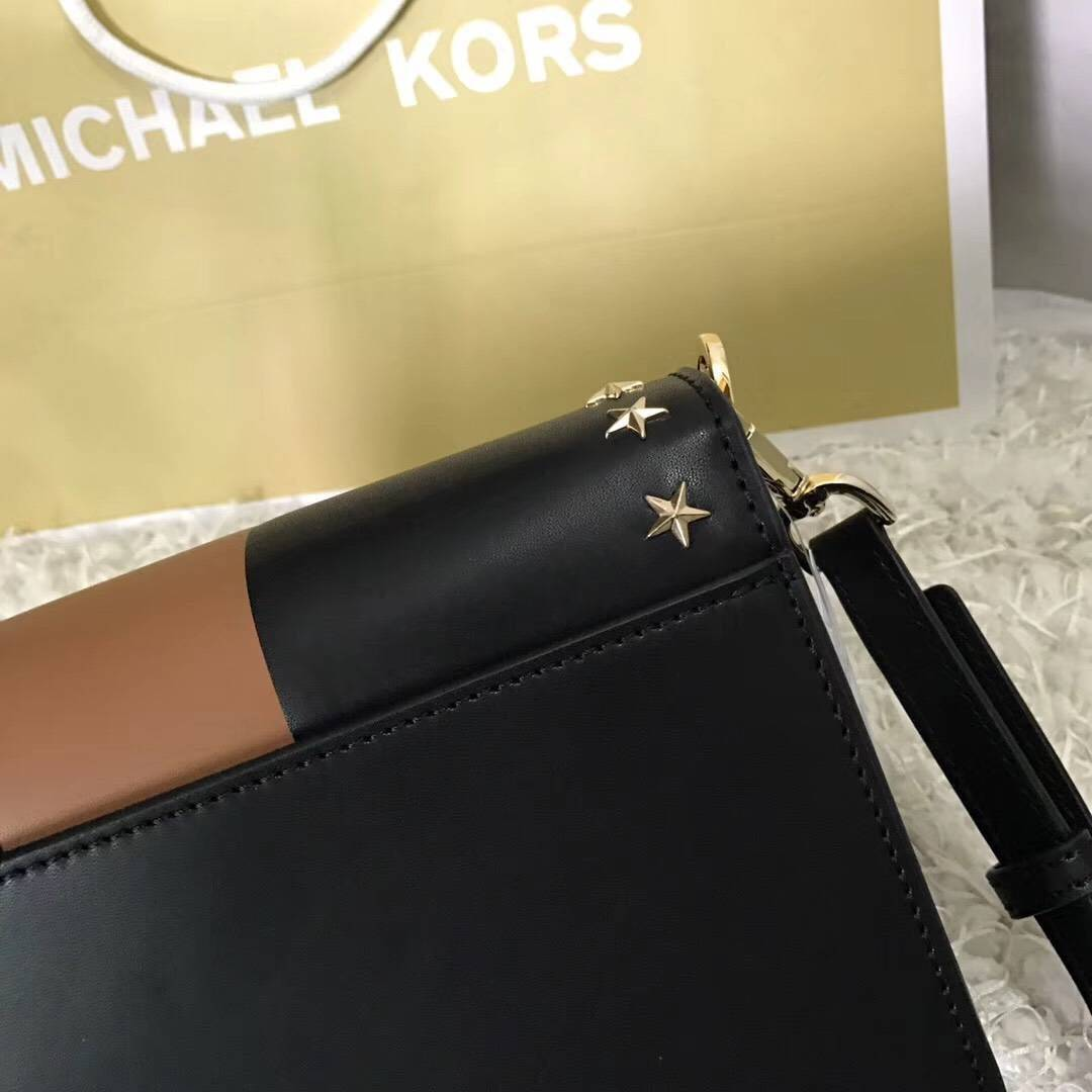 MK新款女包 迈克科尔斯黑色配棕色纳帕牛皮五角星铆钉单肩斜挎女包23cm