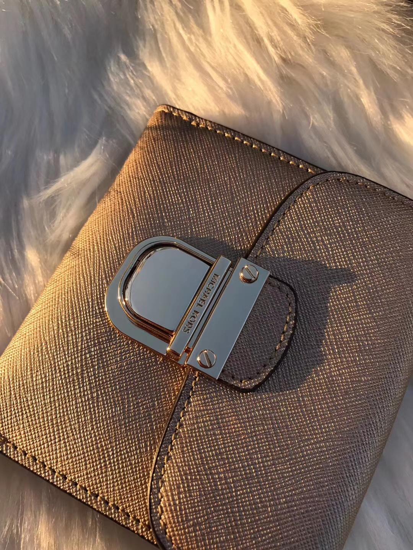 MK钱夹批发 迈克科尔斯原单十字纹牛皮MK短款锁头钱包10cm 金色
