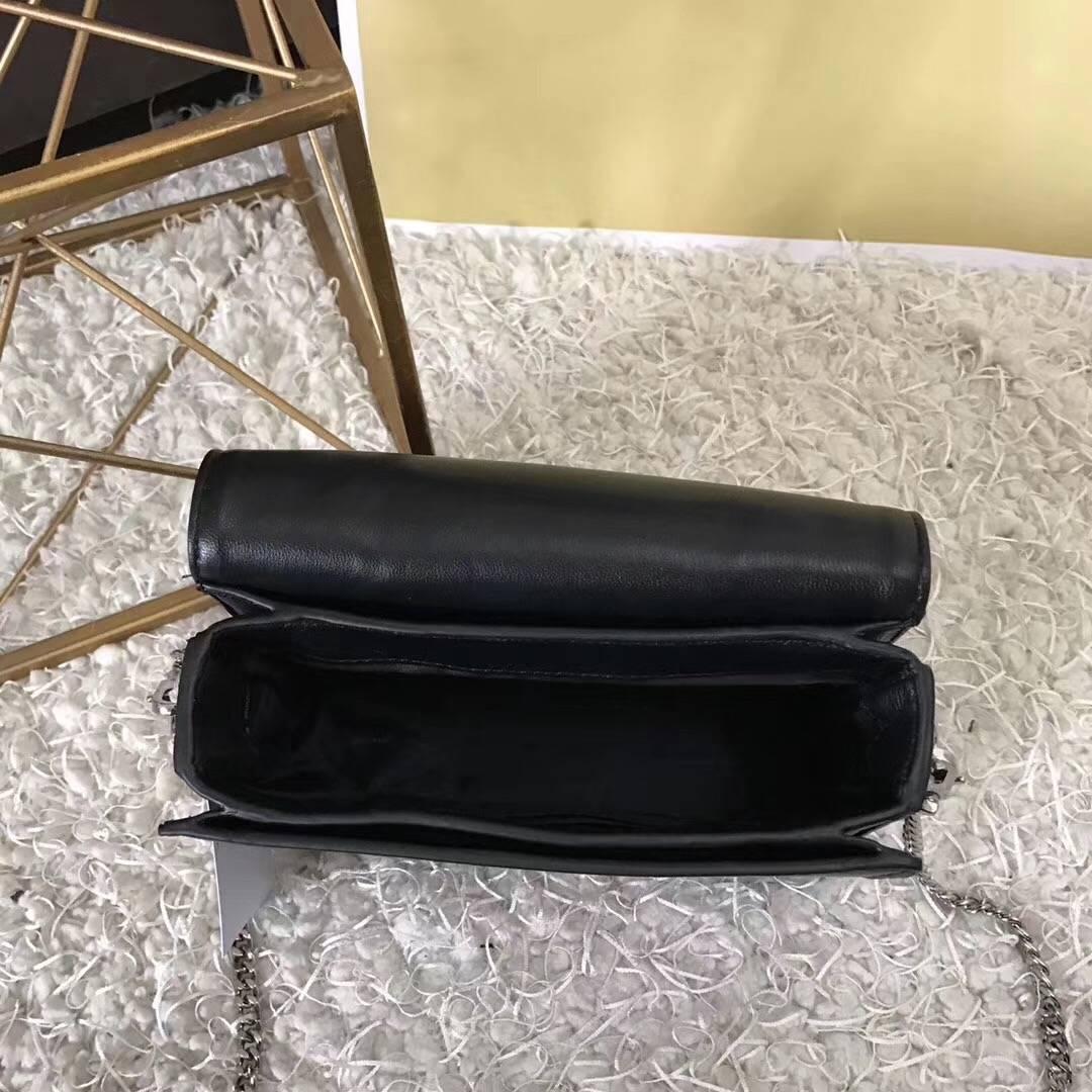 MK女包价格 迈克科尔斯专柜最新款 黑色羊皮铆钉链条单肩包小号18cm