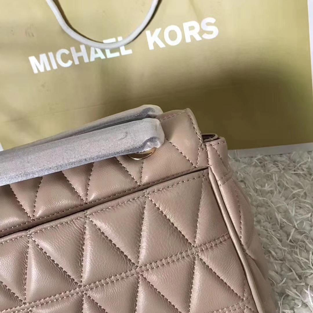 MK包包官网 迈克科尔斯三角刺绣羊皮链条单肩女包中号24cm 浅粉色