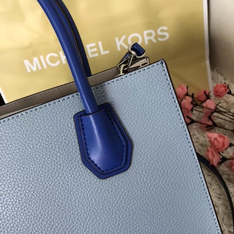 MK新款包包 迈克高仕浅蓝配白色原单荔枝纹牛皮Mercer手提单肩女包