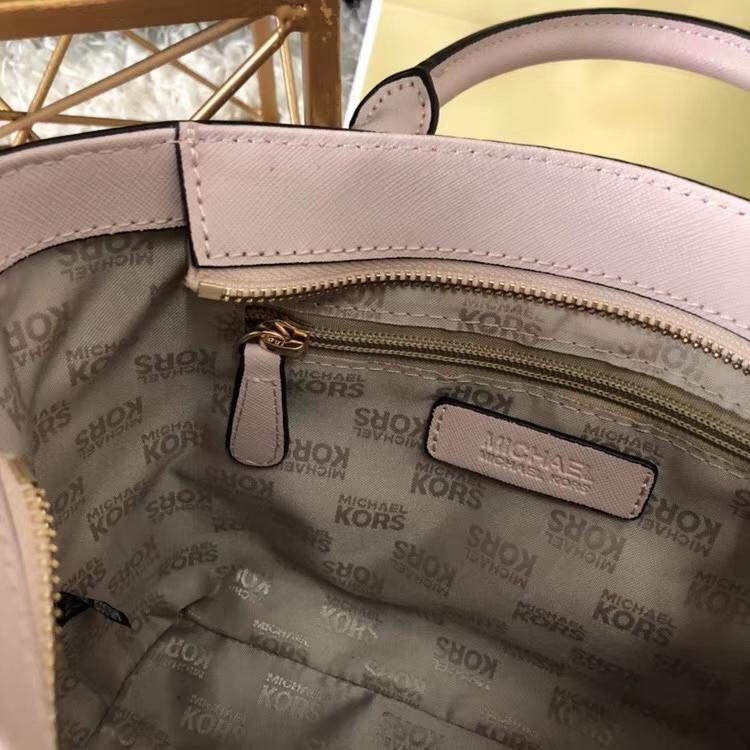 MK包包官网 迈克高仕浅粉色十字纹牛皮手提包单肩斜挎女包21cm