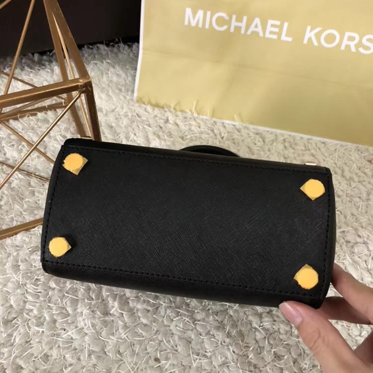 MK新款女包 迈克科尔斯黑色十字纹牛皮铆钉耳朵包手提单肩女包21cm