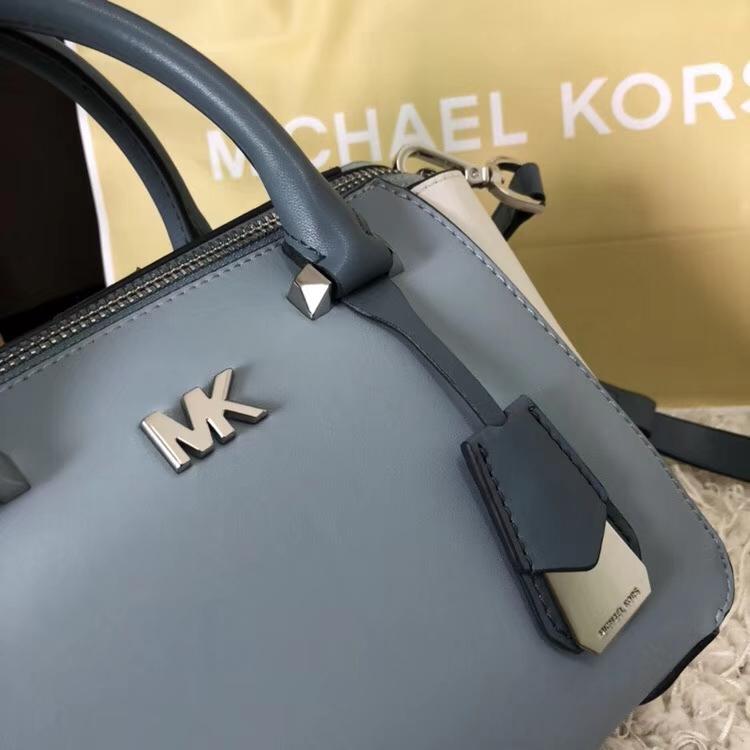 迈克科尔斯官网 MK最新进口纳帕牛皮小号耳朵包手提女包 蓝拼白色