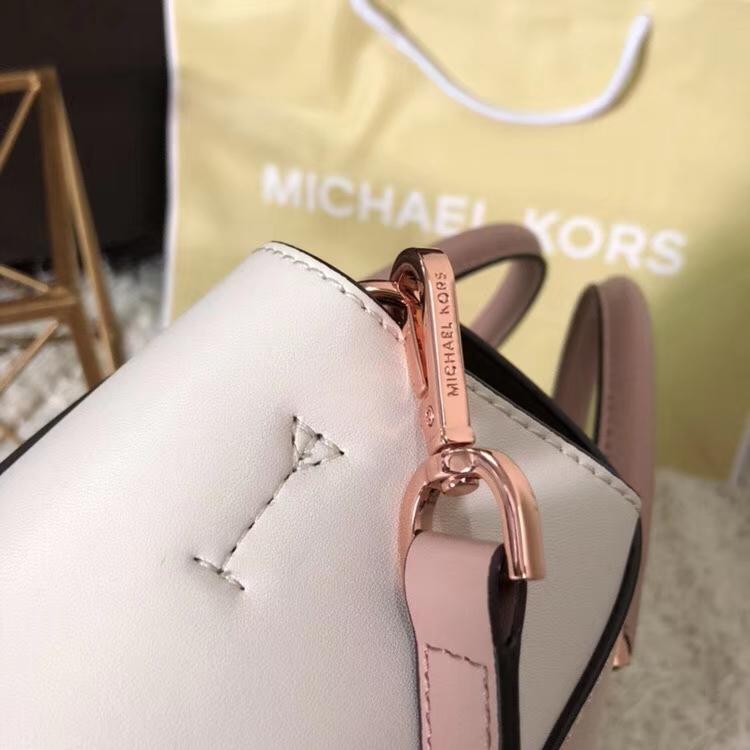 迈克高仕女包 MK夏季新款粉拼白大号耳朵包纳帕牛皮女包30cm